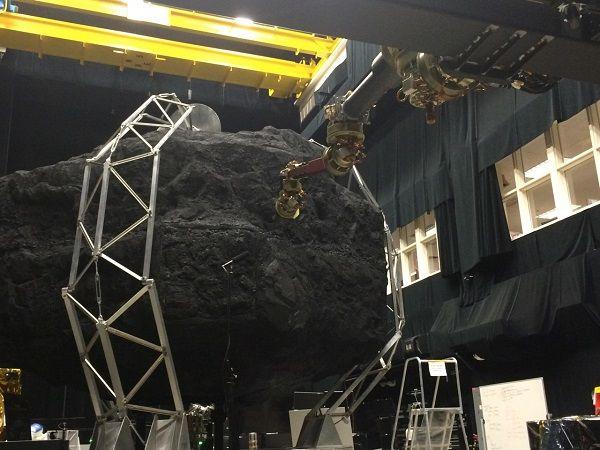 Una fase di test a grandezza naturale dei componenti robotici di ARM (Credit: NASA)